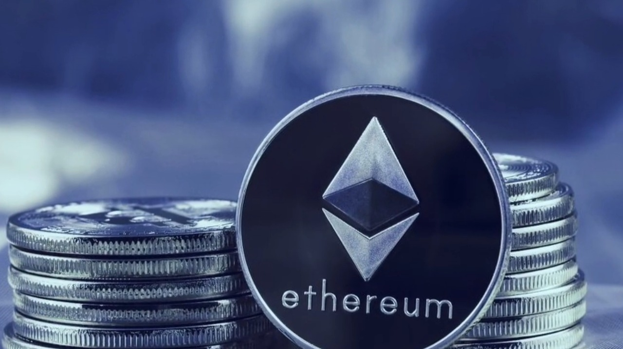 Thumbnail of What is Ethereum? The Smart Contract Blockchain Explained [Complete Guide For Beginners]